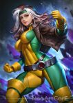 1girl belt bodysuit bomber_jacket breasts brown_hair covered_navel gloves green_eyes green_headband headband jacket long_hair looking_at_viewer looking_down medium_breasts nudtawut_thongmai rogue_(x-men) signature smile solo thighs white_hair x-men yellow_footwear yellow_gloves