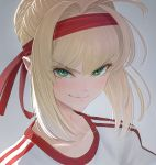 1girl blonde_hair fate/grand_order fate_(series) green_eyes grey_background gym_shirt headband highres imizu_(nitro_unknown) looking_at_viewer nero_claudius_(fate) nero_claudius_(fate)_(all) portrait red_headband shirt smirk solo upper_body v-shaped_eyebrows white_shirt