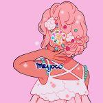 1girl artist_name dark_skin flower hair_flower hair_ornament meyoco musical_note original pink_background pink_hair short_hair simple_background solo sparkle white_flower