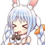 >_< 1girl animal_ear_fluff animal_ears bangs bare_shoulders black_gloves blue_hair blush bunny-shaped_pupils carrot_hair_ornament closed_eyes eyebrows_visible_through_hair food_themed_hair_ornament fur-trimmed_gloves fur_collar fur_trim gloves hair_ornament holding hololive ki_(kk-sk-ray) multicolored_hair open_mouth rabbit_ears short_eyebrows simple_background solo strapless thick_eyebrows tongue tongue_out two-tone_hair upper_body usada_pekora virtual_youtuber white_background white_hair