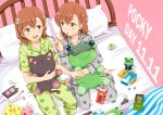 2girls animal_print barefoot bed box brown_eyes brown_hair cat_print digital_media_player earphones food frog frog_print from_above full_body gekota ha_neko head_mounted_display misaka_imouto misaka_imouto_10032 misaka_mikoto multiple_girls notebook pajamas pillow pink_background pocky polka_dot polka_dot_background saten_ruiko shirai_kuroko short_hair sitting stuffed_animal stuffed_frog stuffed_toy to_aru_kagaku_no_railgun to_aru_majutsu_no_index uiharu_kazari wariza