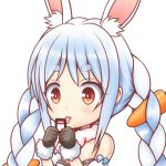 1girl animal_ear_fluff animal_ears bangs bare_shoulders black_gloves blue_hair blush bunny-shaped_pupils carrot_hair_ornament commentary_request eyebrows_visible_through_hair food_themed_hair_ornament fur-trimmed_gloves fur_collar fur_trim gloves hair_ornament holding hololive ki_(kk-sk-ray) multicolored_hair rabbit_ears red_eyes short_eyebrows simple_background solo strapless thick_eyebrows tongue tongue_out two-tone_hair upper_body usada_pekora virtual_youtuber white_background white_hair