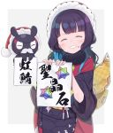 1girl ^_^ bangs black_kimono blunt_bangs closed_eyes eyebrows_visible_through_hair facing_viewer fake_facial_hair fake_mustache fate/grand_order fate_(series) fur-trimmed_hat grey_background grin hat highres holding holding_sign japanese_clothes katsushika_hokusai_(fate/grand_order) kimono long_hair obi purple_hair red_headwear saint_quartz santa_hat sash short_sleeves sign smile solo sparkle tokitarou_(fate/grand_order) totatokeke translation_request two-tone_background white_background wide_sleeves