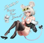 1girl 2020 animal_ears ass bell bell_collar between_breasts bikini black_bow blue_background bow breasts chinese_zodiac collar commentary_request eyewear_on_head fur_trim happy_new_year high_heels highres jacket large_breasts looking_at_viewer mouse_ears mouse_girl navel new_year off_shoulder original rat rat_ears rat_tail red_eyes silver_hair smile solo string_bikini sunglasses swimsuit tail tail_bow thigh-highs uleuleuleu v white_bikini year_of_the_rat