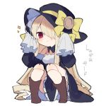 1girl black_dress black_headwear blonde_hair boots bow brown_footwear chibi closed_mouth dress edel-chan_(ikeuchi_tanuma) eyebrows_visible_through_hair hair_over_one_eye hat hat_bow ikeuchi_tanuma long_hair long_sleeves looking_at_viewer one_eye_covered original pigeon-toed red_eyes simple_background sleeves_past_fingers sleeves_past_wrists smile solo squatting translation_request very_long_hair white_background yellow_bow