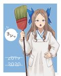 1girl alternate_costume asakaze_(kantai_collection) blue_bow blue_eyes bow broom fujinoki_(horonabe-ken) hair_bow hand_on_hip happy_new_year holding holding_broom japanese_clothes kantai_collection kappougi light_brown_hair long_hair long_sleeves new_year open_mouth pocket sidelocks signature simple_background solo wavy_hair