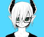 1girl :i black_horns black_sclera black_shirt blue_background demon_girl demon_horns green_eyes highres horns juugoya_(zyugoya) limited_palette musuko_ga_kawaikute_shikatanai_mazoku_no_hahaoya shirt short_hair teresa_(musuko_ga_kawaikute_shikatanai_mazoku_no_hahaoya) white_hair white_skin