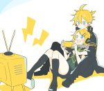 1boy 1girl bangs black_jacket black_legwear blonde_hair blue_eyes blush commentary green_shirt hair_ornament hairclip handheld_game_console head_on_head headphones holding_handheld_game_console jacket kagamine_len kagamine_rin kneehighs neckerchief open_mouth project_diva_(series) receiver_(module) rimocon_(vocaloid) shirt sitting sitting_on_lap sitting_on_person smile suzumi_(fallxalice) swept_bangs television transmitter_(module) vocaloid