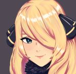 1girl absurdres blonde_hair brown_background close-up face fur_collar green_eyes hair_ornament hair_over_one_eye highres lips long_hair looking_at_viewer pink_lips pokemon pokemon_(game) pokemon_dppt radioneet reflective_eyes shiny shiny_hair shirona_(pokemon) simple_background smile solo