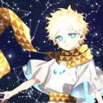 1boy baggy_clothes bangs blonde_hair blue_eyes blurry bright_pupils constellation eyebrows_visible_through_hair fate/grand_order fate/requiem fate_(series) glowing gradient_hair looking_at_viewer male_focus multicolored_hair nerd_rf open_hand parted_bangs scarf short_sleeves sky smile solo space sparkle star star_(sky) starry_background starry_sky upper_body voyager_(fate/requiem) yellow_scarf
