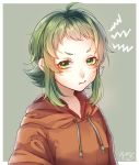 1girl commentary drawstring green_background green_eyes green_hair gumi highres hood hoodie looking_at_viewer mai_mugi orange_hoodie pout pouty_lips short_eyebrows short_hair sidelocks signature solo upper_body v-shaped_eyebrows vocaloid