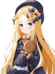 1girl abigail_williams_(fate/grand_order) bangs black_bow black_dress black_headwear blonde_hair blue_eyes blush bow closed_mouth commentary dress eyebrows_visible_through_hair fate/grand_order fate_(series) forehead hair_bow hat highres long_hair long_sleeves looking_at_viewer nri object_hug orange_bow parted_bangs simple_background sleeves_past_fingers sleeves_past_wrists smile solo stuffed_animal stuffed_toy teddy_bear upper_body very_long_hair white_background