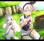 1girl bag black_bodysuit black_hairband bodysuit bodysuit_under_clothes breasts candy chocolate chocolate_bar closed_mouth collared_shirt commentary_request covered_navel day eating food gen_1_pokemon grass grey_eyes grey_hair gym_leader hairband hand_on_ground highres holding holding_food knee_pads light_rays looking_at_viewer machop open_bag outdoors pokemon pokemon_(creature) pokemon_(game) pokemon_swsh print_shirt print_shorts saitou_(pokemon) shirt short_hair short_sleeves shorts sitting smile sunbeam sunlight tied_shirt torottye