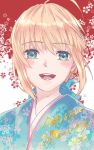 1girl 2020 :d ahoge alternate_costume artoria_pendragon_(all) bag blonde_hair blue_eyes blue_kimono blue_ribbon eyebrows_visible_through_hair fate/stay_night fate_(series) floral_print hair_between_eyes hair_ribbon highres japanese_clothes kimono looking_at_viewer open_mouth portrait print_kimono red_background ribbon ro96cu saber shiny shiny_hair short_hair smile solo two-tone_background white_background