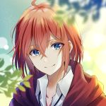 ahoge bangs blue_eyes blurry blurry_background blurry_foreground closed_mouth collarbone collared_shirt commentary_request copyright_request depth_of_field eyebrows_visible_through_hair hair_between_eyes hood hood_down hooded_jacket jacket looking_at_viewer myusha red_jacket redhead shirt smile upper_body virtual_youtuber white_shirt