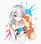 1girl arknights bangs bare_shoulders blush breasts cheek_licking cheerleader closed_mouth collarbone commentary_request cropped_torso dingding_tu eyebrows_visible_through_hair face_licking gen_1_pokemon gloves grey_hair growlithe hair_between_eyes hair_ornament hairclip holding holding_pokemon licking long_hair looking_at_viewer medium_breasts one_eye_closed pokemon pokemon_(creature) red_eyes shirt silver_hair skadi_(arknights) smile upper_body very_long_hair virtual_youtuber