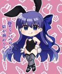 1girl :q animal_ears bangs bare_shoulders black_leotard blue_bow blue_eyes blush boots bow chibi closed_mouth commentary_request eyebrows_visible_through_hair fate/grand_order fate_(series) full_body grey_footwear grey_legwear hair_between_eyes hair_bow hand_on_hip highres leotard meltryllis meltryllis_(swimsuit_lancer)_(fate) outline pink_background playboy_bunny popo_(popopuri) rabbit_ears smile solo standing strapless strapless_leotard thigh-highs thigh_boots tongue tongue_out translation_request twitter_username violet_eyes white_outline wrist_cuffs