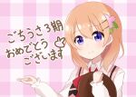 1girl blush bow breasts checkered checkered_background closed_mouth collared_shirt commentary_request eyebrows_visible_through_hair flower gochuumon_wa_usagi_desu_ka? hair_between_eyes hair_flower hair_ornament hairclip highres holding holding_tray hoto_cocoa ixia_(ixia424) long_sleeves looking_to_the_side medium_hair orange_hair pink_flower pink_vest rabbit_house_uniform red_bow shiny shiny_hair shirt smile solo translation_request tray upper_body vest violet_eyes waitress white_shirt