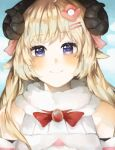 1girl animal_ears bangs bare_shoulders blonde_hair blue_sky blush bow bowtie brooch closed_mouth commentary day eyebrows_visible_through_hair fur_collar hair_between_eyes hair_ornament hairclip hololive horns jewelry long_hair looking_at_viewer nadekoi neck_ribbon red_bow red_neckwear red_ribbon ribbon sheep_ears sheep_girl sheep_horns short_hair sky smile solo upper_body violet_eyes virtual_youtuber