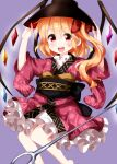 1girl bangs barefoot black_headwear black_sash blonde_hair bow bowl bowl_hat cosplay crystal eyebrows_visible_through_hair flandre_scarlet frilled_kimono frills hair_between_eyes hair_bow hands_on_headwear hat highres japanese_clothes kimono long_sleeves looking_at_viewer medium_hair needle open_mouth purple_background red_bow red_eyes red_kimono ruu_(tksymkw) sash side_ponytail simple_background smile solo standing sukuna_shinmyoumaru sukuna_shinmyoumaru_(cosplay) teeth touhou wide_sleeves wings