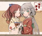 2girls alternate_costume bell brown_eyes brown_hair commentary_request cowboy_shot floral_print green_eyes grey_hair hair_bell hair_ornament holding_hands japanese_clothes jingle_bell kantai_collection kimono long_hair looking_at_viewer low_twintails mikura_(kantai_collection) multiple_girls new_year red_kimono twintails wavy_hair white_kimono wss_(nicoseiga19993411) yashiro_(kantai_collection)