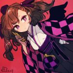 1girl alternate_costume artist_logo black_hakama black_wings bright_pupils brown_hair cellphone checkered coin_purse commentary_request dated dutch_angle hakama hand_up hat himekaidou_hatate holding holding_phone japanese_clothes kimono long_sleeves maaru_(akira428) medium_hair phone pointy_ears purple_headwear purple_ribbon red_background ribbon solo tokin_hat touhou twintails violet_eyes white_kimono wide_sleeves wings