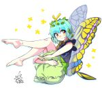 1girl antennae aqua_hair bangs barefoot black_shirt butterfly_wings closed_mouth commentary_request eternity_larva eyebrows_visible_through_hair full_body green_skirt highres leaf leaf_on_head leg_hug looking_at_viewer partial_commentary shirt short_hair short_sleeves simple_background skirt smile solo star_(symbol) touhou umigarasu_(kitsune1963) white_background wings yellow_eyes yellow_wings