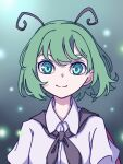 1girl absurdres antennae aqua_eyes bangs cape closed_mouth collared_shirt eyebrows_behind_hair gradient gradient_background green_hair highres kame_(kamepan44231) light_particles looking_at_viewer one-hour_drawing_challenge shirt short_hair smile solo touhou upper_body white_shirt wriggle_nightbug