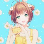 1girl :d antenna_hair bangs bare_shoulders blue_background brown_hair cardcaptor_sakura collarbone daisy dress eyebrows_visible_through_hair flat_chest floral_background flower gomzi green_eyes hair_flower hair_intakes hair_ornament hands_up head_tilt heart heart_hands kero kinomoto_sakura light_blush looking_at_viewer open_mouth short_hair signature simple_background smile solo two_side_up upper_body white_flower yellow_dress