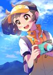 1girl absurdres backpack bag blush brown_hair camera clouds commentary_request day eyelashes female_protagonist_(new_pokemon_snap) floating_hair glint grey_bag highres holding holding_camera jacket looking_to_the_side new_pokemon_snap open_mouth orange_headwear outdoors pokemon pon_yui short_sleeves sky solo tongue undershirt upper_body upper_teeth visor_cap yellow_eyes zipper_pull_tab