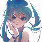 1girl absurdres aqua_eyes aqua_hair bangs earrings gradient_hair hand_up hatsune_miku highres jewelry looking_at_viewer multicolored_hair parted_lips pink_hair ritao_kamo simple_background solo twintails vocaloid white_background