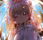 1girl :3 animal_ears bangs bare_shoulders blonde_hair blue_sky bow bowtie breasts brown_eyes chromatic_aberration day elbow_gloves extra_ears eyebrows_visible_through_hair from_below gloves grass hair_between_eyes highres kemono_friends large_breasts lens_flare looking_at_viewer notora outdoors print_bow print_gloves print_neckwear serval_(kemono_friends) serval_ears serval_print shirt sky sleeveless sleeveless_shirt smile solo upper_body white_shirt