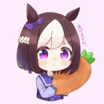 1girl agemasen!_(meme) animal_ears bow braid brown_hair carrot closed_mouth commentary cropped_torso ear_bow food french_braid holding holding_food horse_ears ixia_(ixia424) light_blush long_sleeves looking_at_viewer meme multicolored_hair pink_background purple_bow purple_sailor_collar purple_shirt sailor_collar school_uniform serafuku shirt short_hair simple_background solo special_week_(umamusume) tracen_school_uniform translated two-tone_hair umamusume violet_eyes white_hair