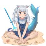 1girl :3 animal_ears bag bangs bare_arms bare_legs barefoot blue_eyes blue_hair blunt_bangs blush cat_ears dirty fish_tail full_body gawr_gura highres hololive hololive_english jeze long_hair looking_at_viewer multicolored_hair official_alternate_costume polearm sand shark_tail side_ponytail silver_hair simple_background sitting smile solo starfish streaked_hair tail tail_wagging trident two-tone_hair v_arms virtual_youtuber weapon white_background