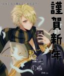 1boy akitama2727 aladdin_(sinoalice) antenna_hair bangs beige_background blonde_hair closed_mouth green_eyes hair_between_eyes hair_over_one_eye highres holding holding_notepad long_sleeves looking_at_viewer notepad scarf short_hair simple_background sinoalice smile solo