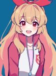 1girl absurdres aikatsu!_(series) bangs blonde_hair blue_background blush bow collarbone commentary_request eyebrows_visible_through_hair hair_bow highres hoshimiya_ichigo jacket long_hair long_sleeves looking_at_viewer open_mouth partially_unzipped pink_shirt red_bow red_eyes red_jacket shirt simple_background smile solo track_jacket uhouhogorigori upper_body white_jacket zipper_pull_tab