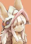 1girl animal_ears bangs closed_mouth commentary eyebrows_visible_through_hair eyes_visible_through_hair furry hat highres kareya looking_at_viewer made_in_abyss nanachi_(made_in_abyss) orange_background short_hair simple_background solo upper_body whiskers white_hair yellow_eyes
