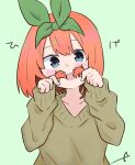 1girl :d bangs blue_eyes blush brown_sweater commentary_request eyebrows_behind_hair go-toubun_no_hanayome green_background green_ribbon hair_between_eyes hair_ribbon hands_up head_tilt highres kujou_karasuma long_sleeves looking_at_viewer nakano_yotsuba open_mouth orange_hair ribbon signature simple_background sleeves_past_wrists smile solo sweater upper_body