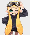 1girl adjusting_goggles aqua_eyes bangs black_shorts black_sweater blonde_hair blunt_bangs colored_tongue commentary daidaiika dolphin_shorts fangs goggles goggles_on_head grey_background hand_on_hip inkling long_hair long_sleeves looking_at_viewer one_eye_closed open_mouth pointy_ears short_shorts shorts simple_background smile solo splatoon_(series) standing sweater tentacle_hair yellow_tongue