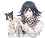 >_< 2boys bangs black_hair black_scarf checkered checkered_neckwear checkered_scarf chibi closed_eyes commentary_request dangan_ronpa_(series) dangan_ronpa_v3:_killing_harmony flipped_hair grey_jacket grey_scarf hair_between_eyes hands_up highres holding holding_another jacket long_sleeves male_focus medium_hair multiple_boys ouma_kokichi poking purple_hair saihara_shuuichi scarf short_hair simple_background sketch smile tanu0706 teeth upper_body violet_eyes white_background