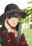 1girl black_hair blurry blurry_background choker crimson_(vtuber) eyebrows_visible_through_hair hat highres indie_virtual_youtuber jewelry large_hat leaf light_particles long_hair multicolored multicolored_hair necklace parted_lips pearl_necklace pink_lips plant red_choker red_eyes redhead shiomiya_iruka solo streaked_hair upper_body virtual_youtuber wind