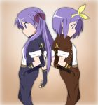 blue_hair cosplay face fingerless_gloves gloves hand_in_pocket hiiragi_kagami hiiragi_tsukasa ikari_manatsu jacket king_of_fighters kusanagi_kyou kusanagi_kyou_(cosplay) long_hair lucky_star profile purple_hair short_hair siblings sisters twintails