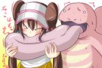 >_< :> biting biting_tongue blush brown_hair closed_eyes double_bun eyes_closed gradient gradient_background hair_bun lickitung long_hair mei_(pokemon) nishi_koutarou pokemon pokemon_(game) pokemon_bw2 solo sweat twintails very_long_hair visor visor_cap